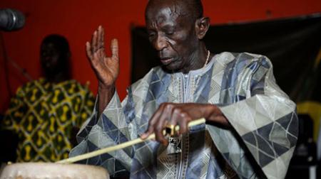 """Morto """"il Re dei Tamburi"""",  il grande musicista senegalese Doudou Ndiaye Rose"""