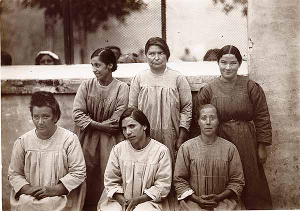 """""""I fiori del male"""": a Rimini mostra foto-documentaria racconta le donne internate in manicomio durante il periodo fascista"""