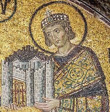 Constantin I ţinând în mâini un model al oraşului Constantinopol (mozaic de la bazilica Sfânta Sofia)