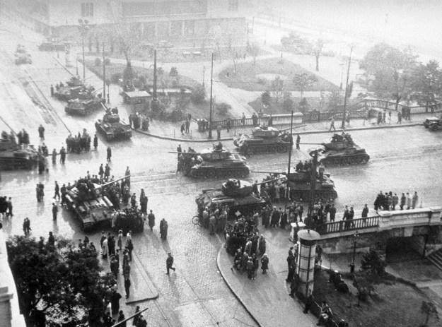 Tancuri sovietice la Budapesta
