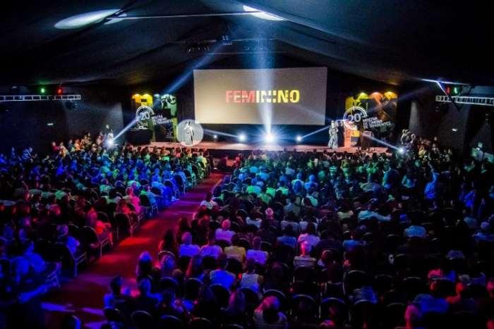 Cena da cerimônia de abertura na Mostra de Cinema de Tiradentes. Foto: Jackson Romanelli/Universo Produção