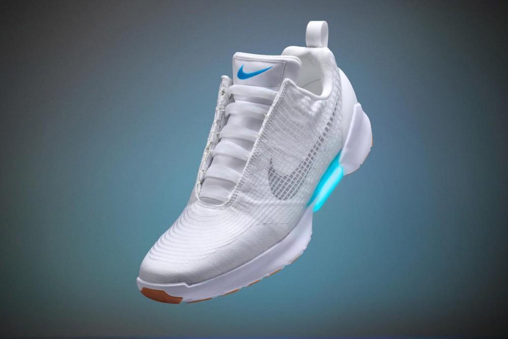 El futuro está aquí! Nike lanza zapatillas con cordones que