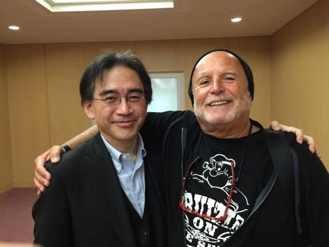 Izq a der: Satoru Iwata (CEO y Presidente de Nintendo) y Avi Arad.