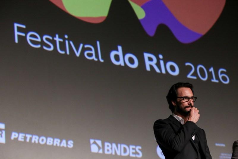 Rodrigo Santoro durante a Premiére de Dominium, no Festival do Rio. Foto: Pedro Ramalho/ Festival do Rio