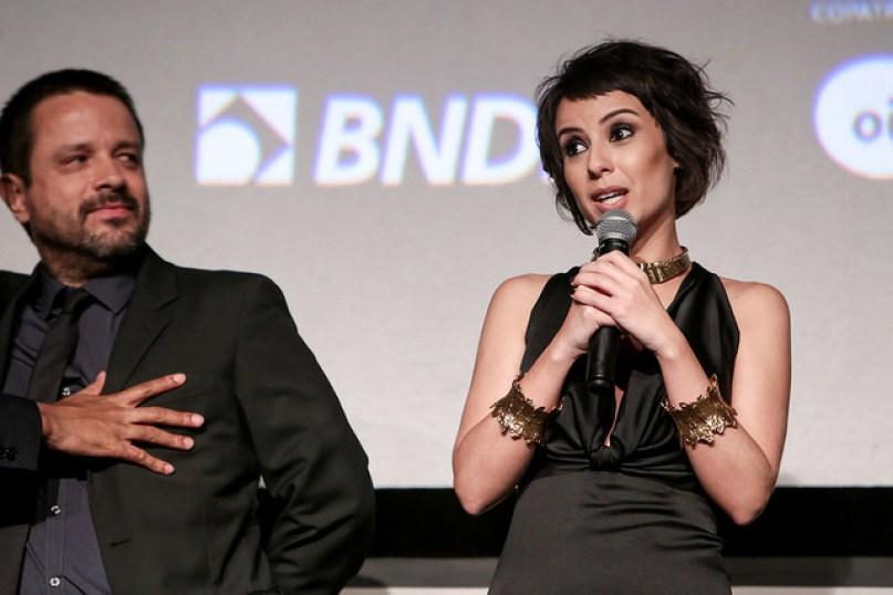 A atriz Andreia Horta, que interpreta Elis, ao lado do diretor Hugo Prata durante a Premiére do filme Elis. Foto: Pedro Ramalho/ Festival do Rio