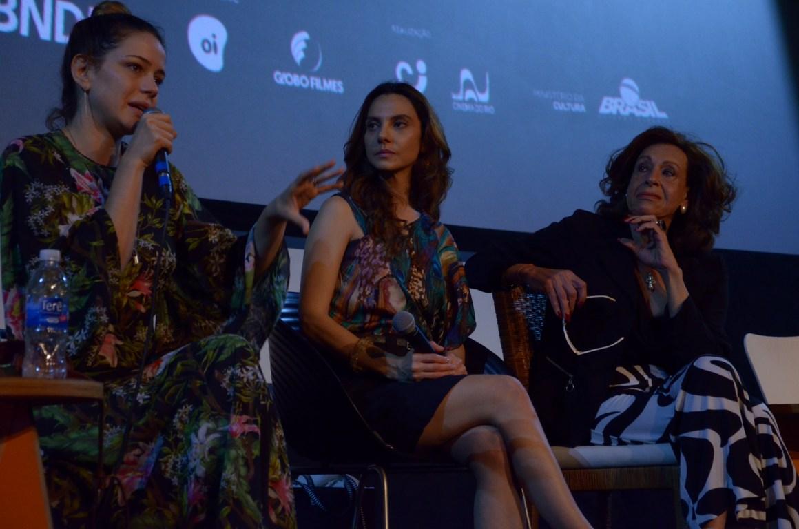 Leandra Leal, diretora de Divinas Divas, também durante o Cine Encontro do seu filme, que foi mediado pela jornalista Flávia Guerra. Foto: Pedro Ramalho/ Festival do Rio