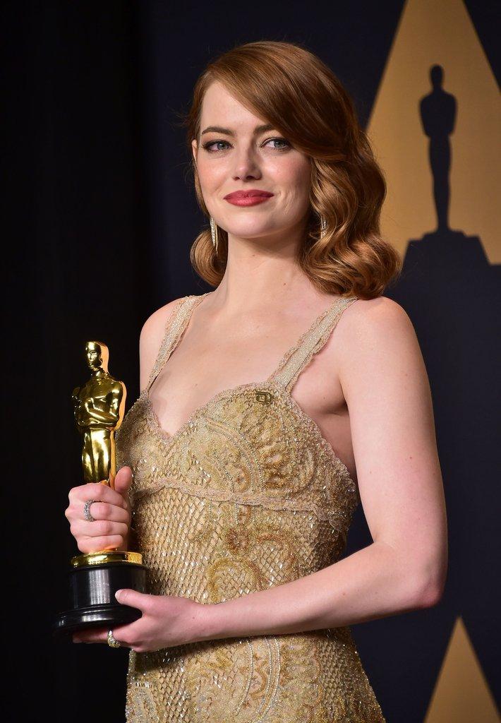 Emma Stone passa na frente de Isabelle Hupert e leva para casa a estatueta de melhor atriz por La La Land. Foto: AFP/Getty Images