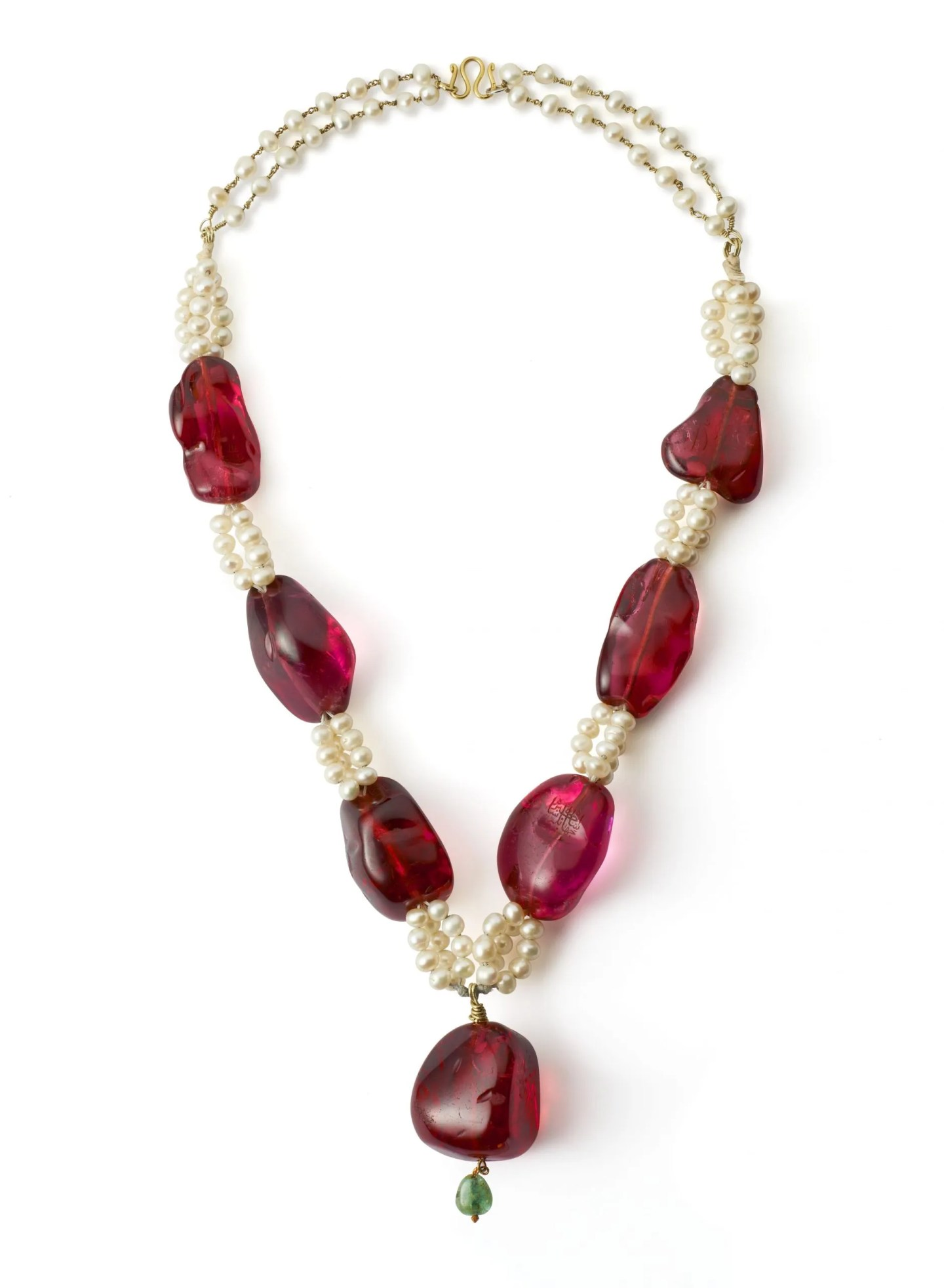 Spinels on a necklace of cultured pearls with dyed green beryl bead, Mughal Empire The Al Thani Collection © Servette Overseas Limited, 2014