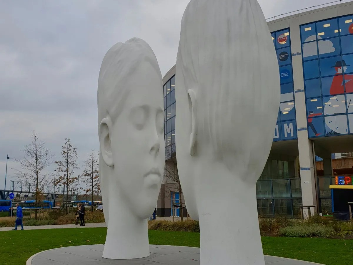 Two giant heads looking at each other Eleven Fountains Love by Juame Plans