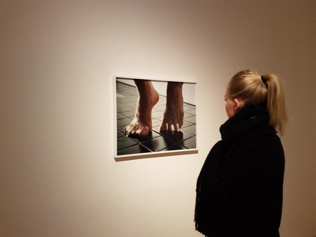 """Fotograf Torbjørn Rødland (f.1970) """"Bathroom Tiles"""" 2010-2014. Foto fra utstillingen: Siri Wolland"""