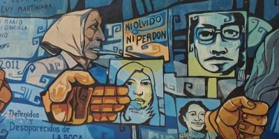 """Graffiti av mødrenes kamp for å få tilbake sine bortførte """"barn"""", under millitærdiktaturet 1976-83. Ref mødrene på mai-plassen. Foto Siri Wolland."""