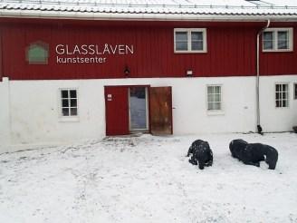 """Glasslåven og skulpturen """"Etter Skeid"""" av Anna Widén. Foto: Siri Wolland"""