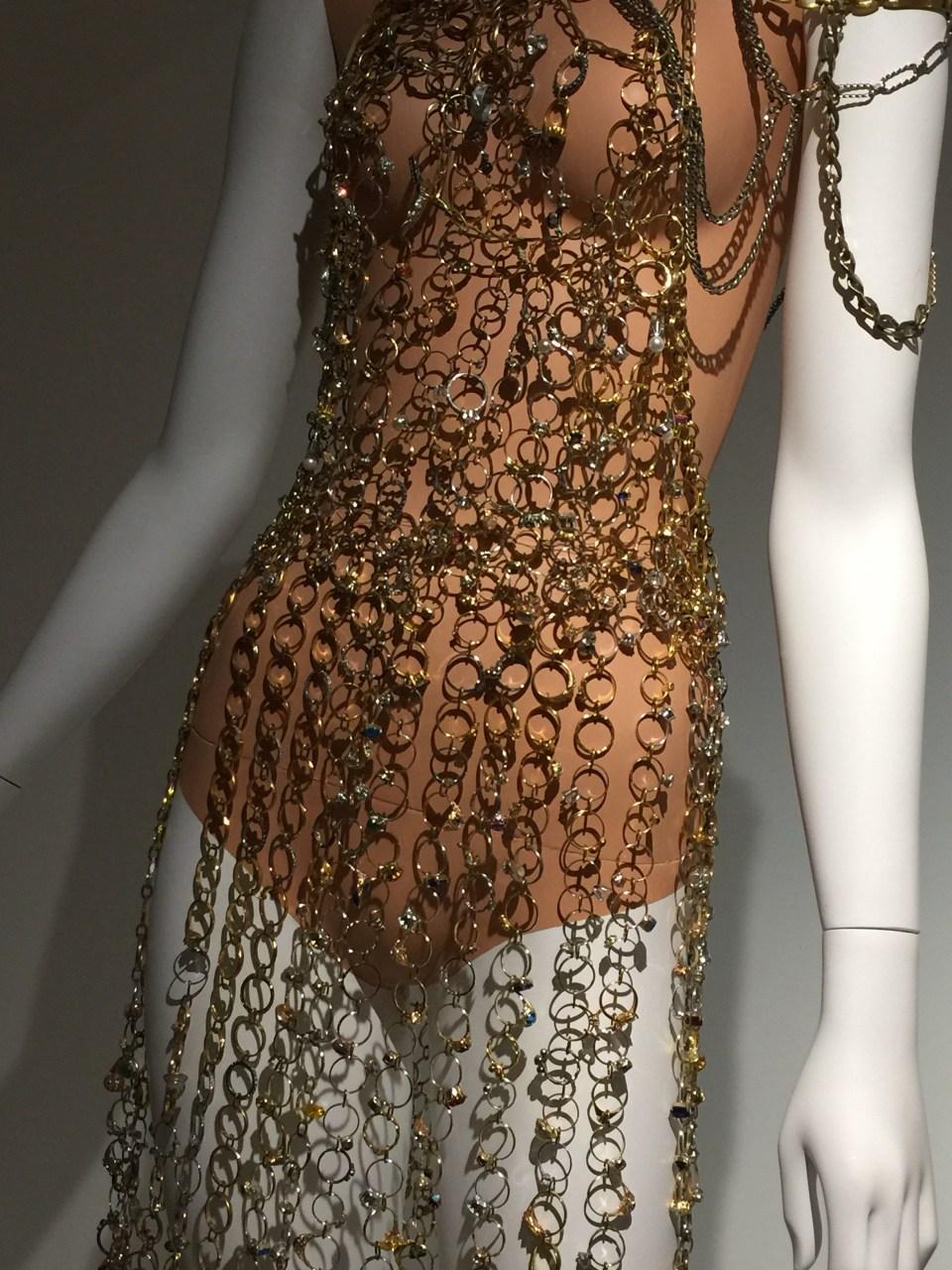 """Vista de la exposición """"Margiela: les années Hermès"""" en el Museo de Artes Decorativas, París (22 de marzo al 2 de septiembre de 2018)."""