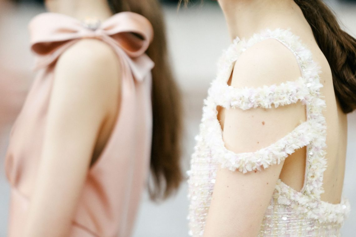Detalles de la colección Chanel Alta Costura, Primavera/Verano 2018. Fotografía cortesía de Chanel.
