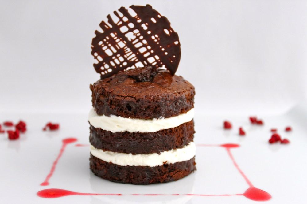 Bizcocho de chocolate negro y Stevia relleno de crema chantilly