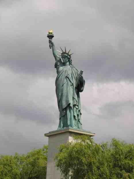 La_statue_de_la_Liberté_du_pont_de_Grenelle_à_Paris