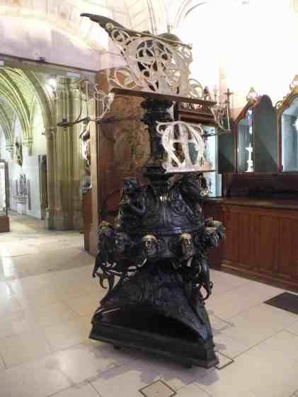 Grand_lutrin_de_Notre-Dame_01