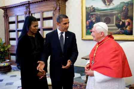 Barack_et_Michelle_Obama_avec_Benoit_XVI