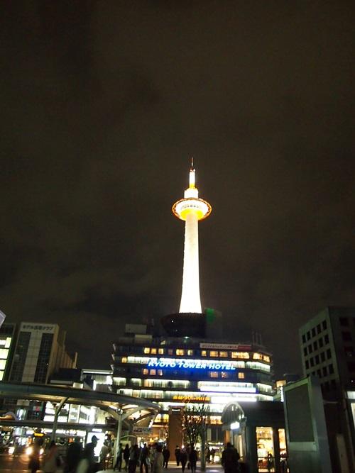 P3294766 京都タワーの昼と夜