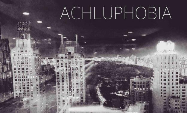 Achluphobia