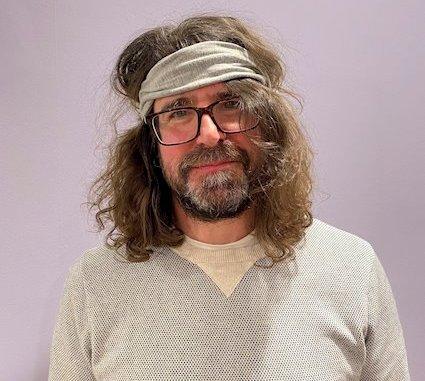 Lou Barlow press photo