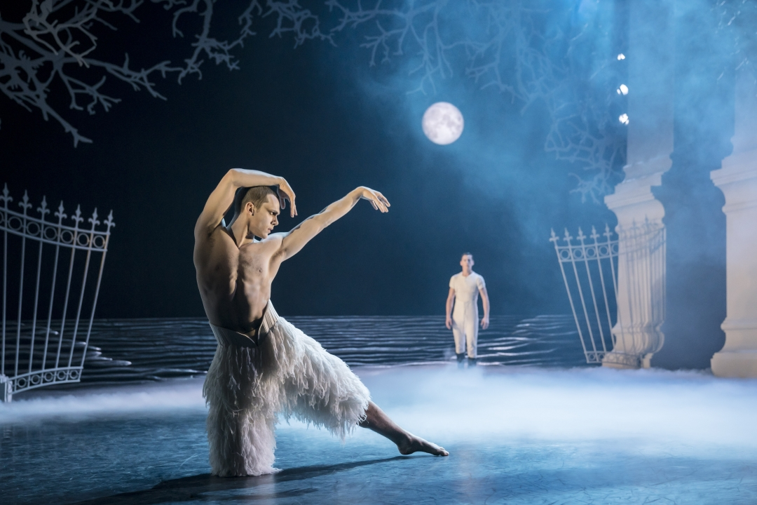 GUEST REVIEW: Matthew Bourne's Swan Lake