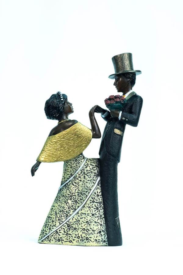 wedding couple figurine, groom with flowers, bride curtsy, back