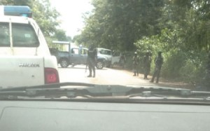 Picture of the blockade set up by the soldiers to stop Governor Amaechi.