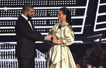 Drake presents Rihanna with the Vanguard Award at the MTV VMAs 2016