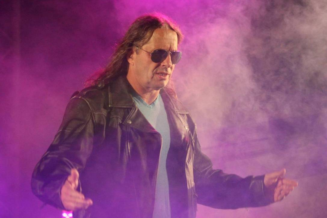 Bret hart fighting cancer
