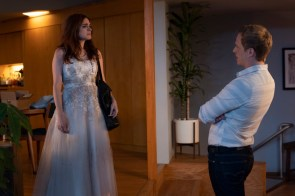 """YOU'RE THE WORST """"The Pin In My Grenade"""" - Season 5, Episode 2 (Airs January 16, 10:00 pm e/p) Pictured (l-r): Aya Cash as Gretchen, Chris Geere as Jimmy. CR: Byron Cohen/FXX the pin in my grenade"""