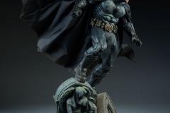dc-comics-batman-premium-format-figure-sideshow-300542-09