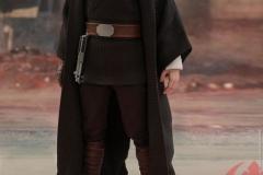 star-wars-luke-skywalker-crait-sixth-scale-figure-hot-toys-903743-06