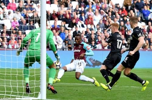Diafra Sakho scores for West Ham against Swansea City