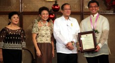 CFO Secretary Imelda Nicolas, Philippine President Benigno S. Aquino, Randy Gener. Photo by Malacanang Photo Bureau