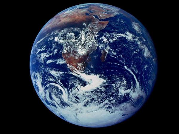 primeira foto da circunferência completa da Terra