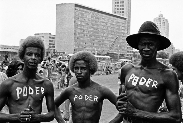 """""""Poder"""", de Carlos Vergara. Imagem extraída da série de registros do Carnaval carioca que Vergara realizou entre 1972-1976 com blocos que desfilavam no centro do Rio, entre eles, o Cacique de Ramos."""
