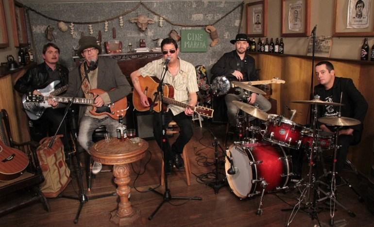 Julio Reny (centro), com Jimi Joe (esq.) e Os Irish Boys
