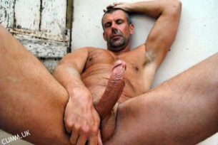 curious-straight-hung