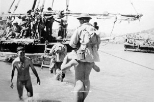 world-war-i-tommies-helping-each-other-out-this-may-be-galipoli-in-which-case-they-could-be-australians