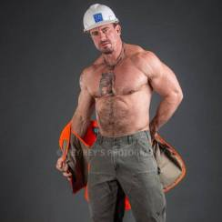 rey-rey-sexy-construction-man