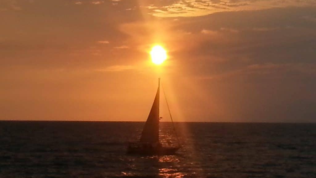 Resultado de imagen de velero puesta de sol