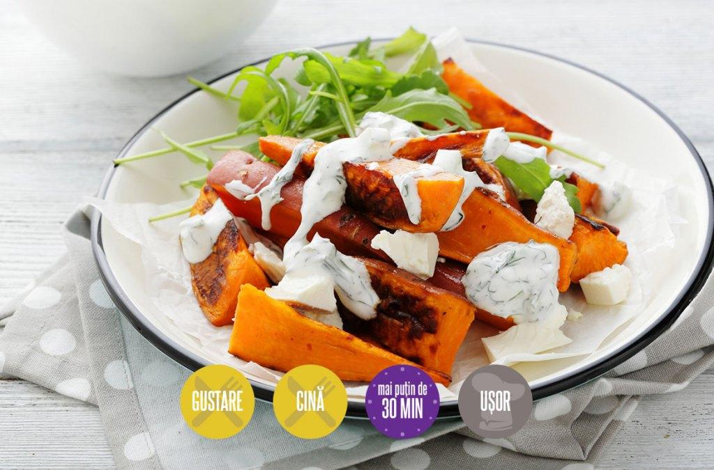 Salată de cartofi dulci la cuptor cu sos de iaurt