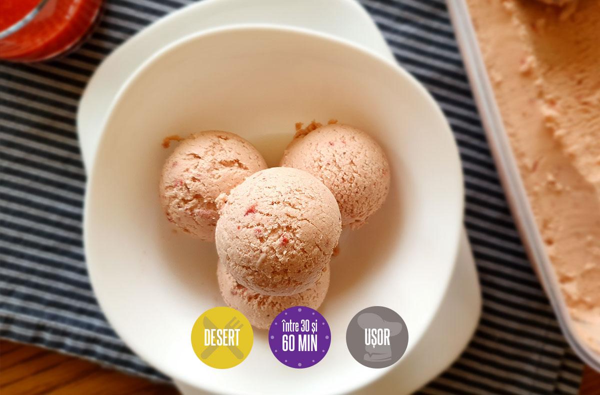 înghețată de căpșuni caramelizate
