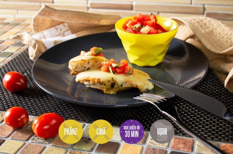 piept de pui cu mozarella și salsa de roșii