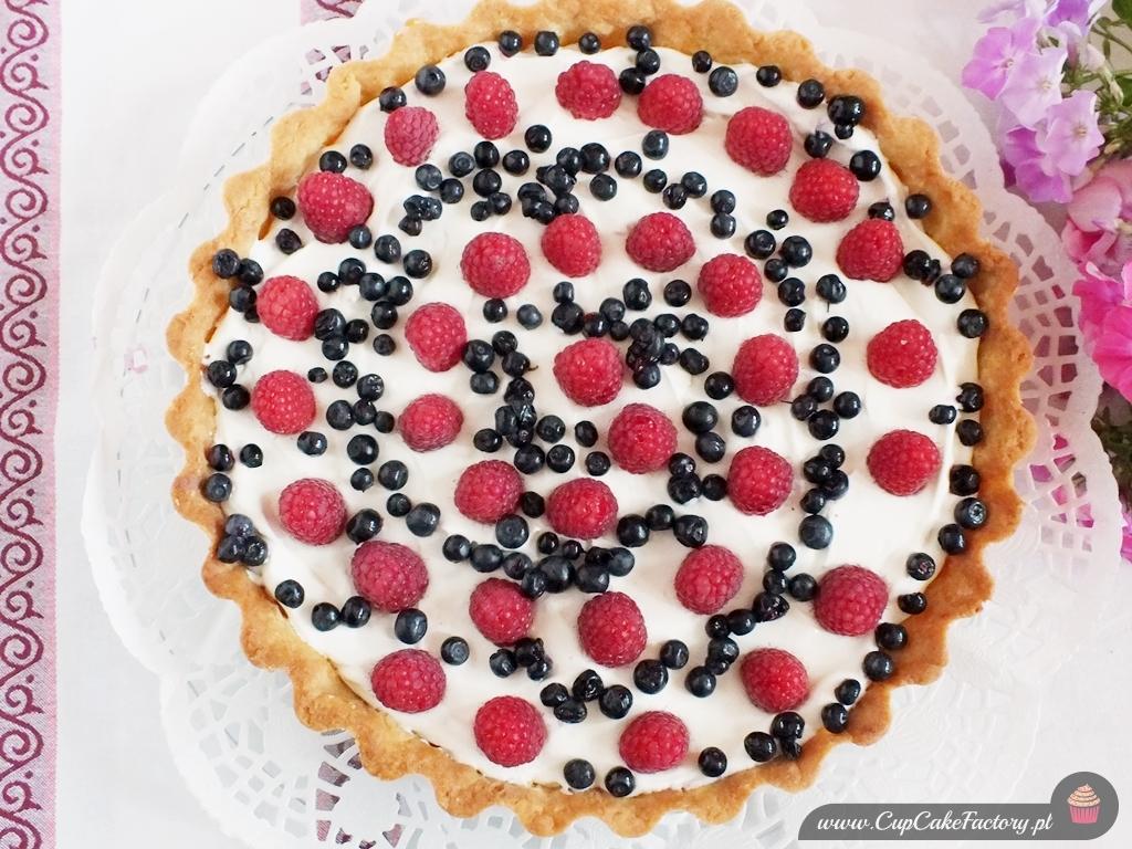 Tarta z kremem mascarpone i owocami