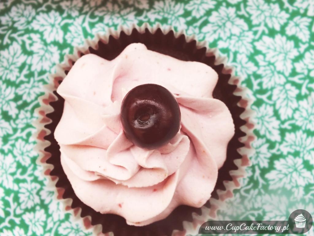 czekoladowe cupcakes z wiśniami
