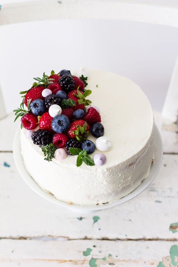 tort śmietanowy z malinami
