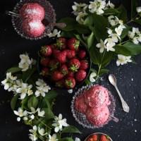 Ekspresowe wegańskie lody truskawkowe