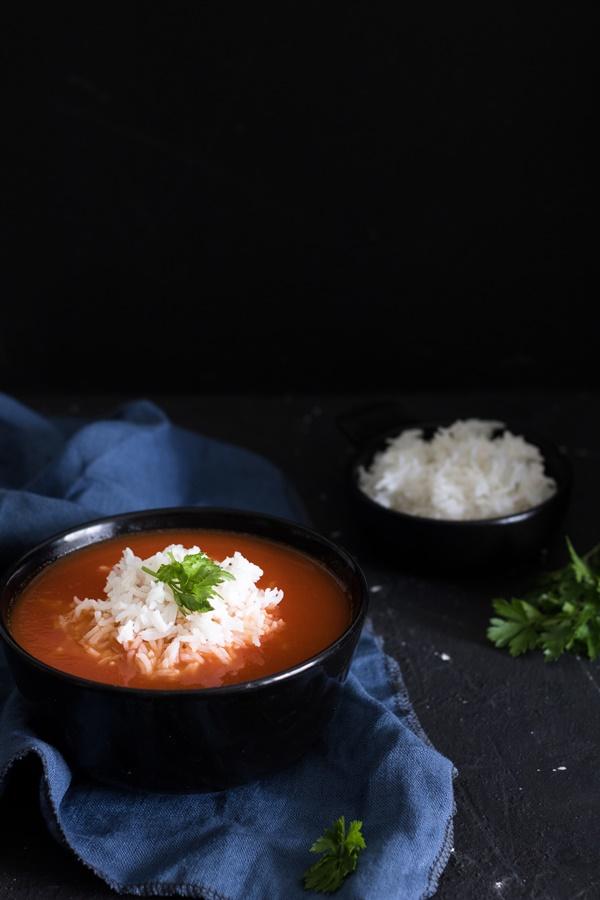 Wegańska zupa pomidorowa